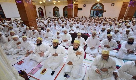 Các thành viên cộng đồng Dawoodi Bohra hội họp trước Lễ hội thánh Eid-al-Fitr.