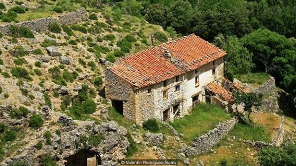 Ngôi làng gần như biệt lập với bên ngoài.