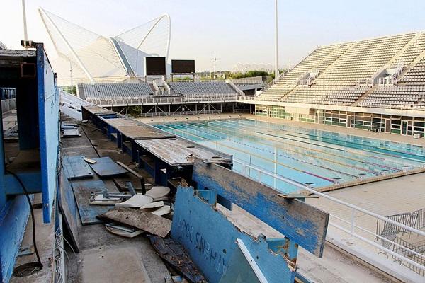 Một bể bơi luyện tập cho các vận động viên tại làng Olympic Athen năm 2004.